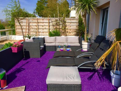 gazon-synthetique-terrasse-violet